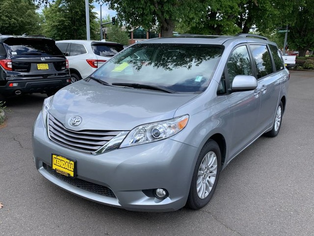 Pre-Owned 2016 Toyota Sienna XLE Premium