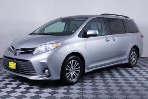 Pre-Owned 2018 Toyota Sienna XLE Auto Access Seat